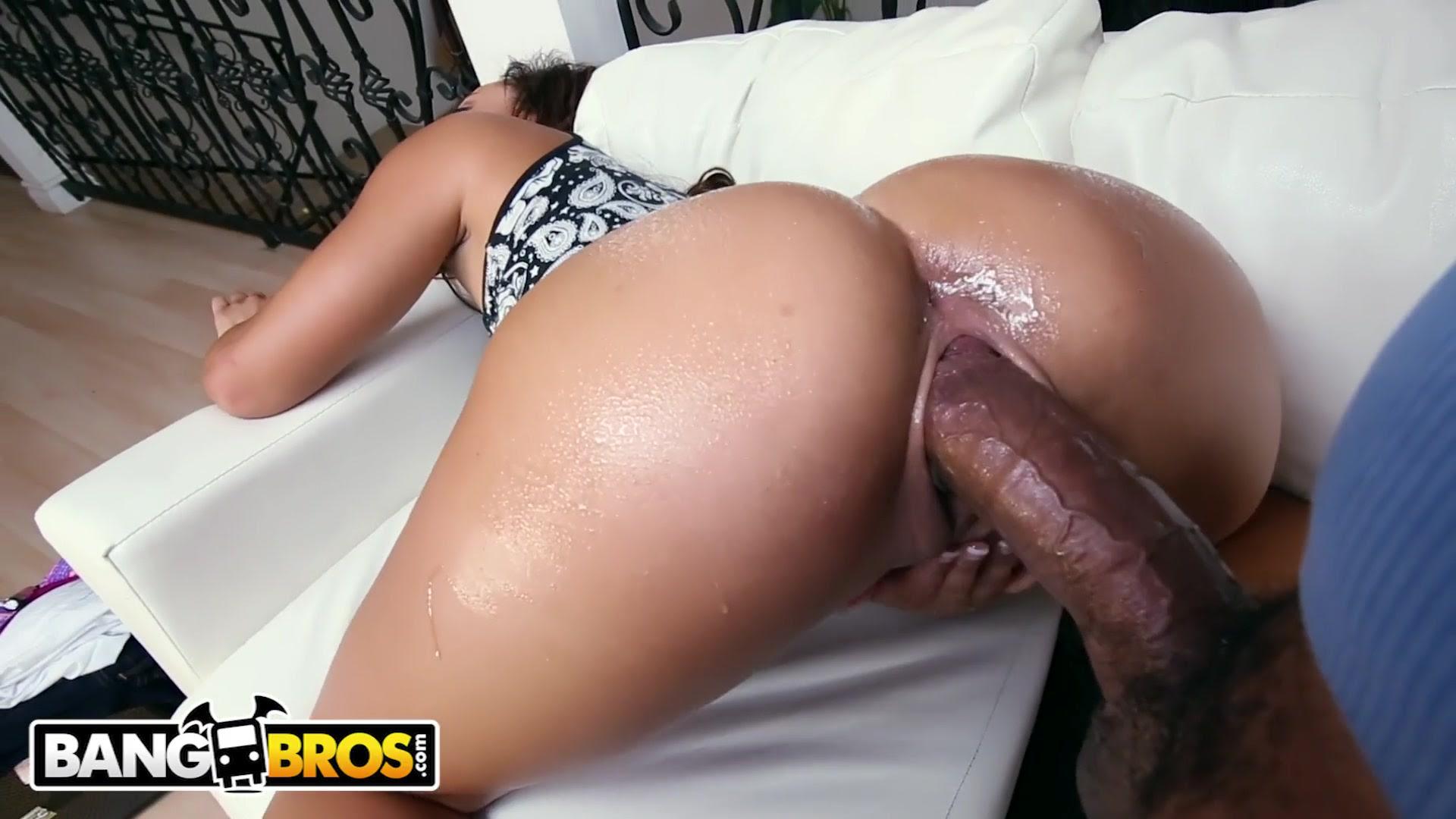 Negra rabuda gozando no caralho do Shane Diesel fodendo sua buceta