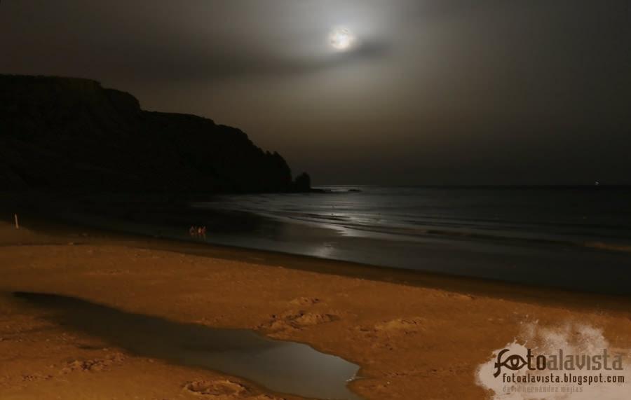 Paseo de noche por la playa