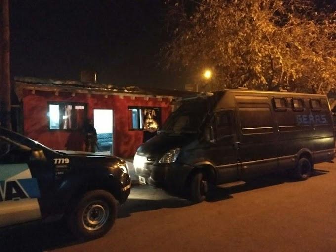 Detuvieron a cinco personas que integraban una banda narco