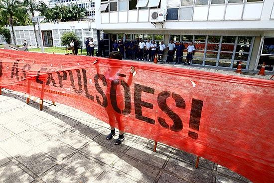 Estudantes da USP fazem protesto em repúdio à expulsão de seis alunos