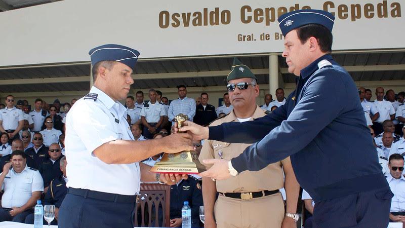 Ministro de Defensa posesiona nuevo Comandante General de la Fuerza Au00e9rea de Repu00fablica Dominicana