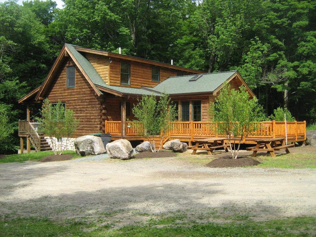 Near Lake Wallenpaupack Poconos LOG HOME  VRBO