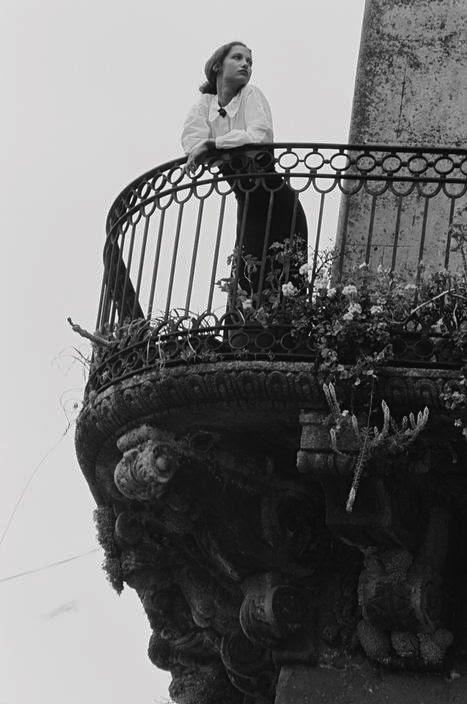 F&O Forgotten Nobility / melancholic woman photography