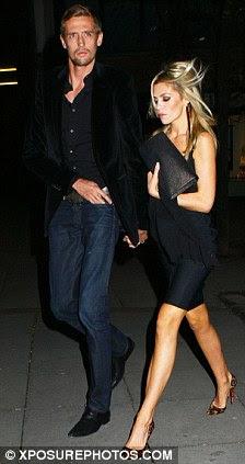 Celebrando: Abbey optou por um vestido mais simples preto quando comemorar o aniversário de Wayne Rooney, no mês passado com o marido Peter