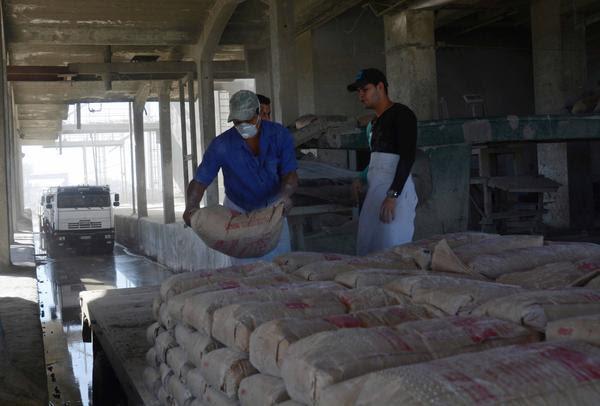 Vista de la casa de entrega de las producciones ensacadas de la fábrica de cemento Siguaney, del municipio Taguasco, en Sancti Spíritus, Cuba,14 de diciembre de 2017. ACN FOTO/Oscar ALFONSO SOSA