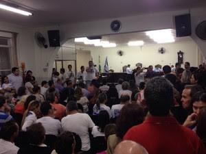 Câmara ficou lotada de moradores pedindo a redução dos salários (Foto: Wilson Kirche/RPC)
