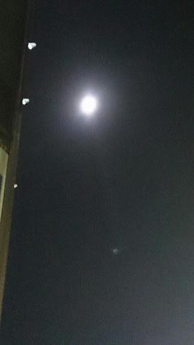 かなり明るい月
