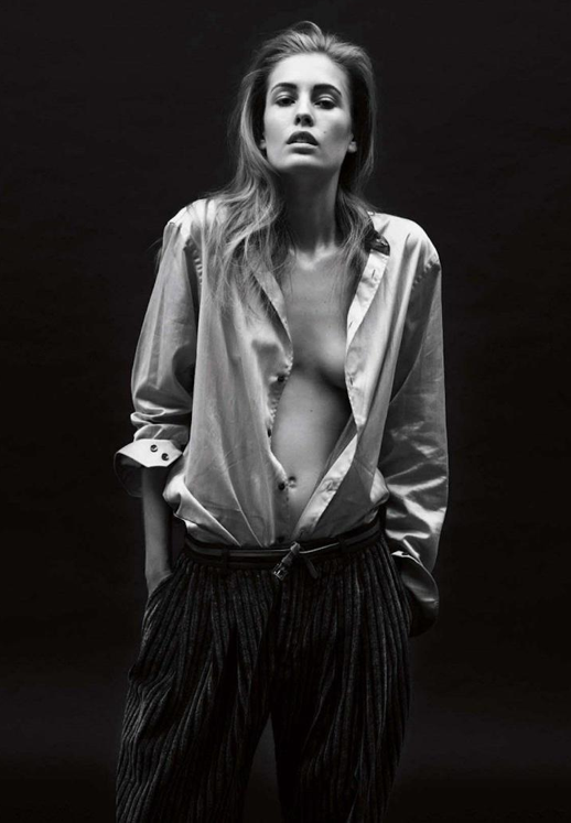 LE FASHION BLOG VOGUE GERMANY EDITORIAL Knoepfel Indlekofer Nicola Knels Nadja Bender CHIC MINIMAL CASUAL FRENCH EASY BUTTON UP SHIRT VELVET STRIPE PANTS HAIR NATURAL BEAUTY BROWS 9