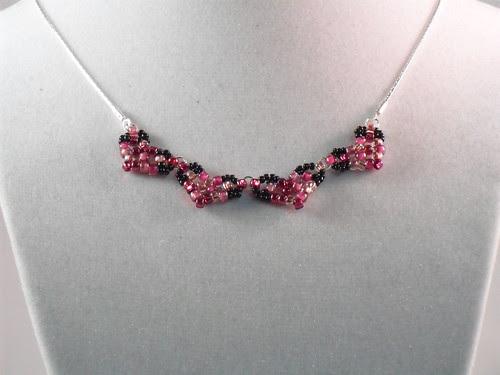Heart motif necklace