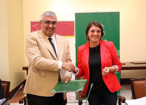 Antonio Ramírez de Arellano y Elena Cortés tras la firma del convenio