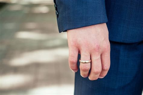 What is the Most Common Men's Ring Size?