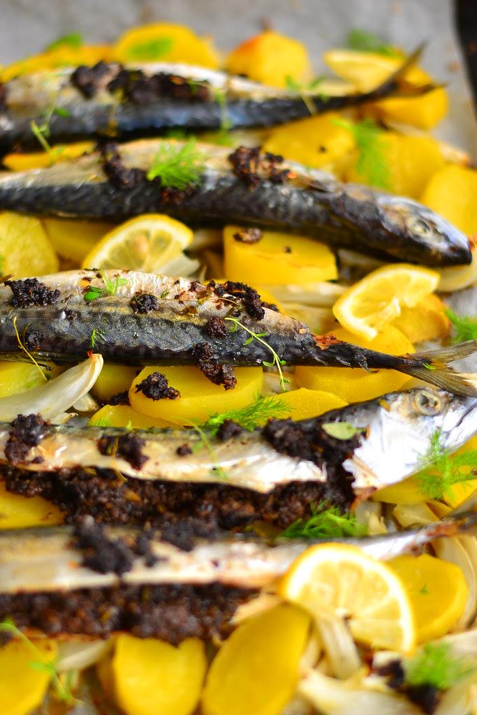 Mackerel with tapenade on fennel