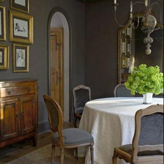 Ever since I painted my office gray, I can't get enough of it... no wonder it has been the Paris apartment color forever!