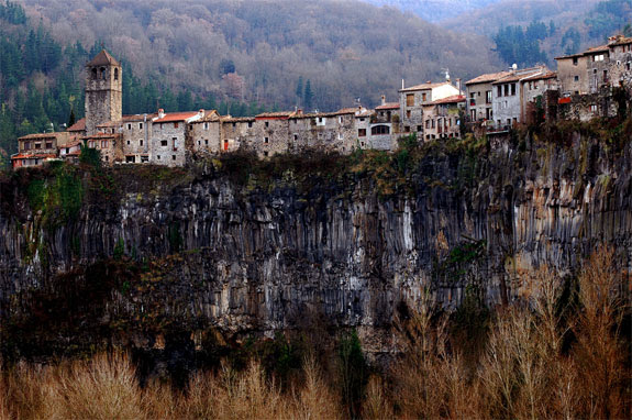 Amazing Cliffside Towns: Castellfollit de la Roca, Spain