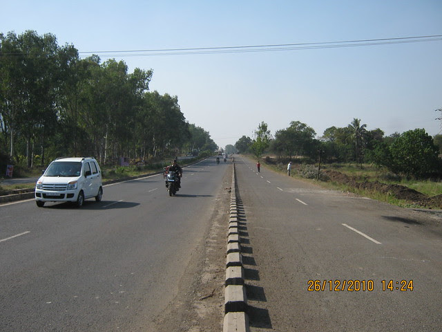 View of Old Mumbai Pune Highway (NH4) at Wadgaon Maval Pune 412 106 - Alfa Green Fields - 1 BHK, 2 BHK, 2.5 BHK, 3 BHK Flats & 3 BHK - 4 BHK Villas is here - behind First Flight Couriers Depot!