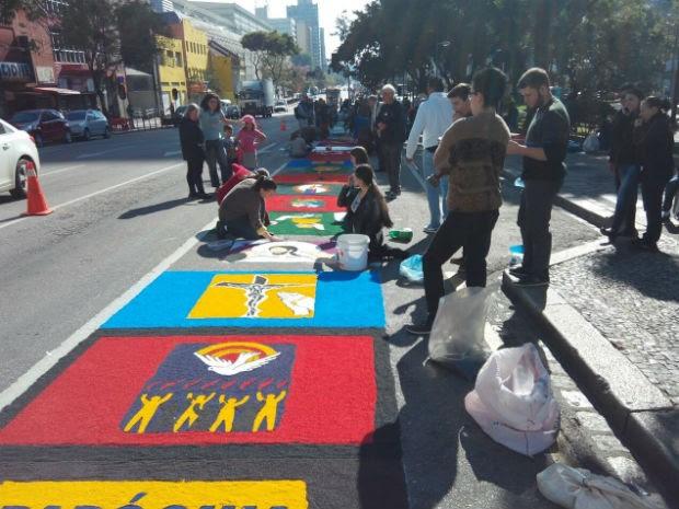 Tapete na Cândido de Abreu terá dois mil metros de comprimento (Foto: Dino Menon / RPC)