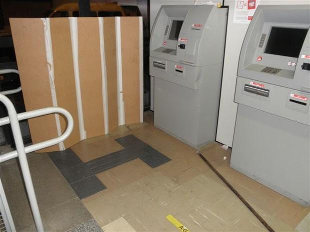 Roubo a caixa eletRônico em Bom Jesus dos Perdões (Foto: Divulgação/Polícia Militar)