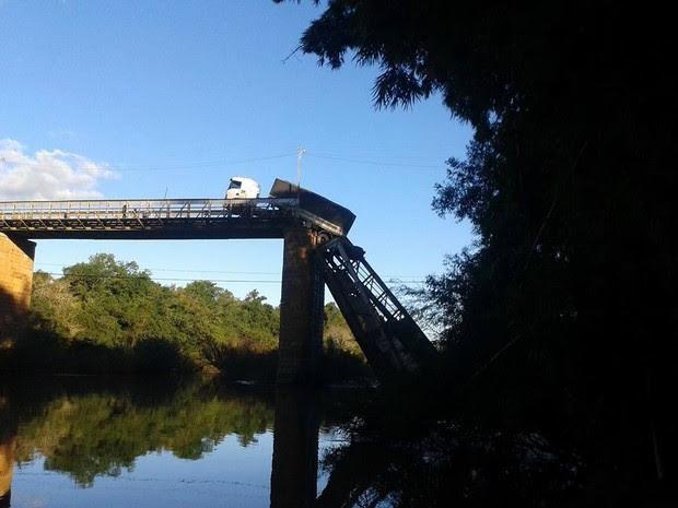 Ponte antiga desabou no Centro de Jaguari, RS (Foto: Fábio Pinto/Arquivo pessoal)