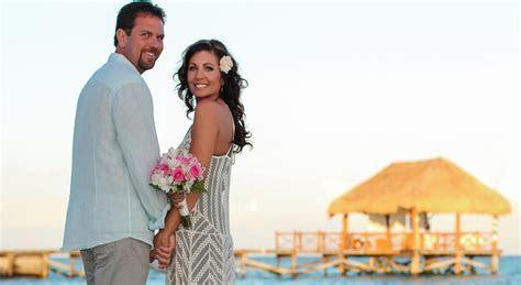 CANCUN WEDDING VOW RENEWAL: Wedding Vow Renewal in Cancun