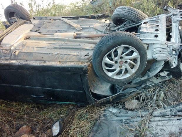 Motorista trafegava pela BR-226, próximo a Jucurutu, quando perdeu o controle do veículo e capotou (Foto: Divulgação/PRF)