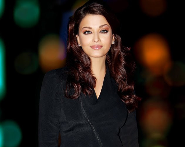Ever Spotted Aaradhya Bachchan WITHOUT Aishwarya Rai Bachchan? You Gotta See Her Pics With Friends!