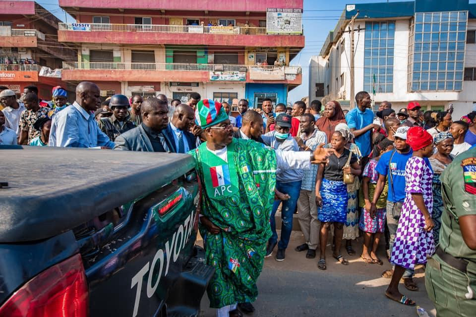 Ajimobi rescues, evacuates accident victims