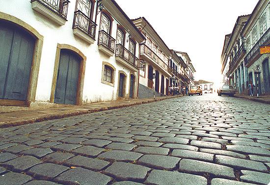 Vista de rua da cidade histórica de Ouro Preto, em Minas Gerais