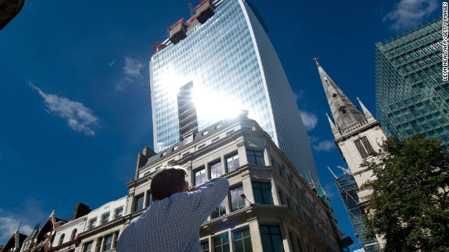 """Intense light beams down from the new """"Walkie Talkie"""" tower in central London on Friday, August 30. The curved side of the glass tower reflects such a strong beam of light that it has melted parts of cars."""