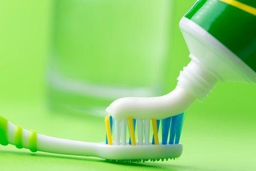 11 usos alternativos de la pasta de dientes que seguramente no conocías