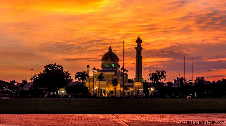 omar-ali-saifuddien-mosque-red-sunset