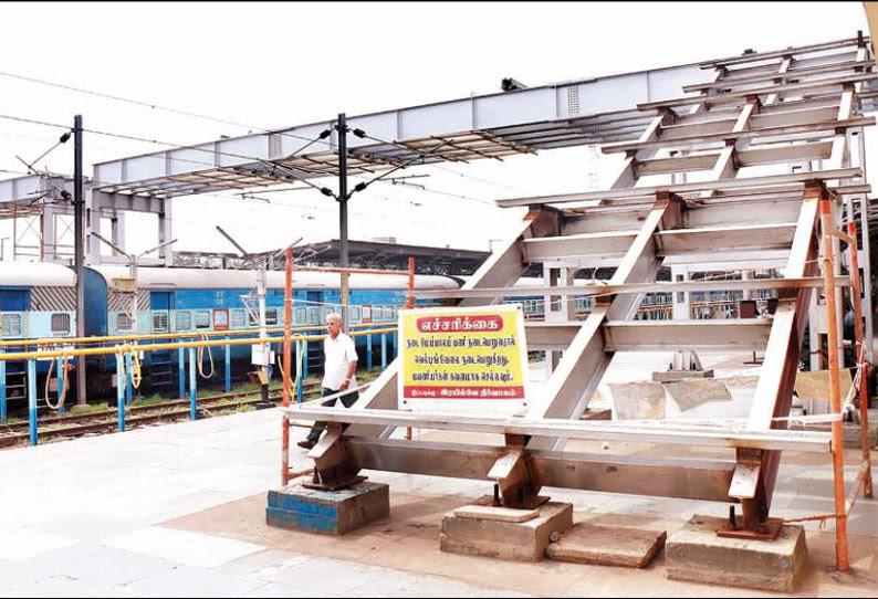 திருச்சி ஜங்ஷன் ரெயில் நிலையத்தில் நடைபாதை பாலம் அமைக்கும் பணி ஜனவரி மாதத்தில் முடிக்கப்படும்