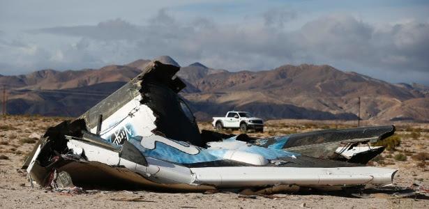 Destroços da aeronave da Virgin Galactic, que explodiu durante um voo teste, são encontrados em Cantil, na Califórnia (EUA). O piloto --identificado como Michael Alsbury, 39--.morreu e outra pessoa ficou gravemente ferida