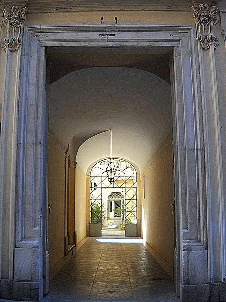 File:Roma Via di Monserrato uno.jpg