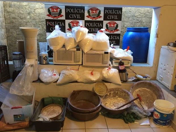 Polícia apreendeu droga em uma casa na zona rural (Foto: Divulgação/Dise)