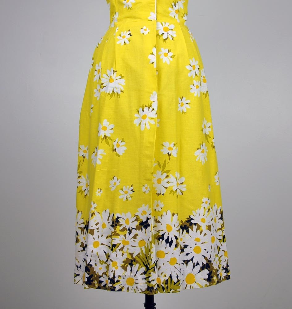 vintage dress- 1960's DARLING DAISIES sunshine yellow printed cotton