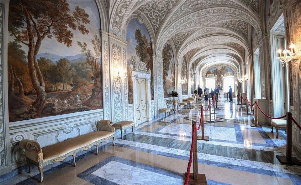 La sala Alejandro VII, en Castel Gandolfo, lista para recibir al público foto: EFE Alessandro Di Meo