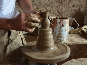 Artesão produz itens em miniatura em menos de cinco minutos (Foto: Flávio Antunes/G1 SE)