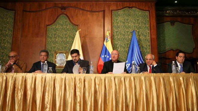 Miembros de la mesa de diálogo entre el gobierno y la oposición de Venezuela.
