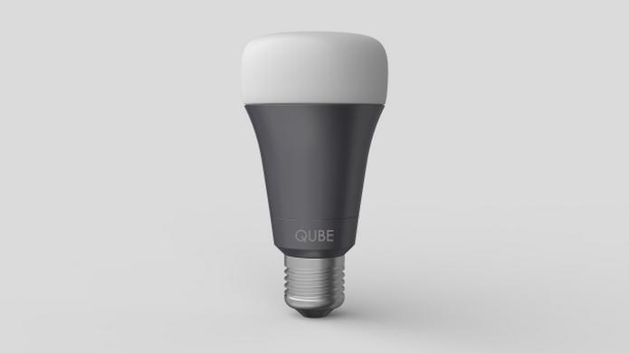 Lâmpada inteligente permite economizar energia e ainda tem sensores de presença (Foto: Divulgação/Qube)