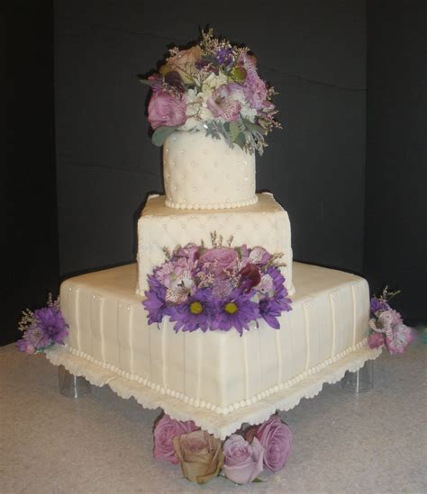 SPECIAL MOMENTS: A LIFETIME OF MEMORIES: Wedding Cake and