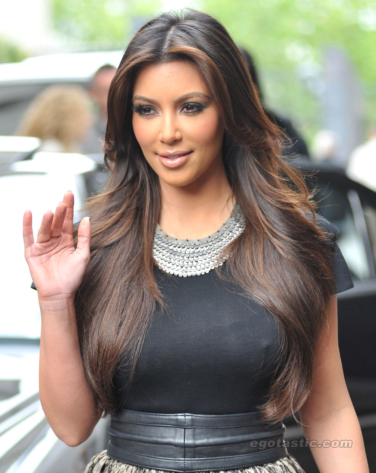 Kim Kardashian incredible cleavage