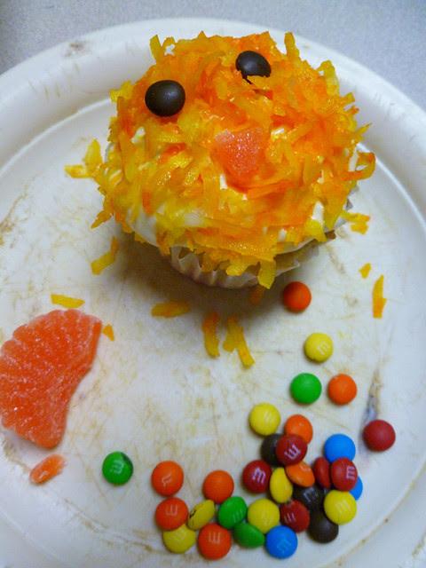 04 April 27 - 02 - Coconut Chick Cupcakes (7)