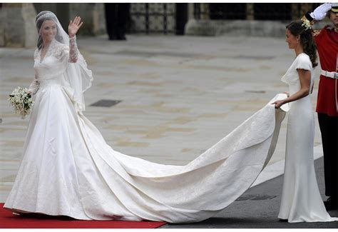 Catherine Middleton   a fairytale dress for a real life