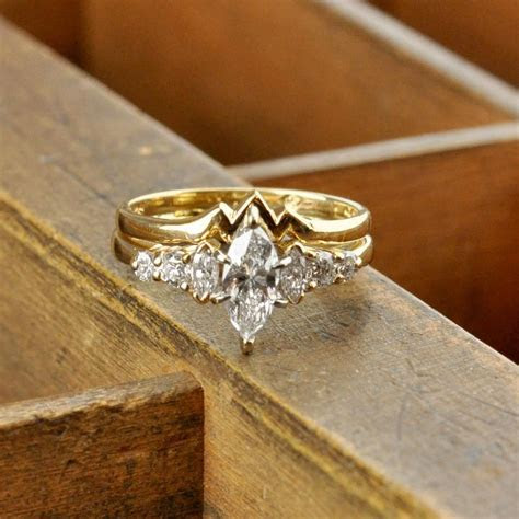 Marquise diamond yellow gold bridal set   Products