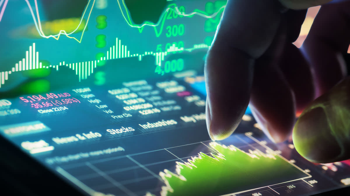 Stock Market Today: Dow Powers Higher As Solid Earnings Offset Inflation Concerns