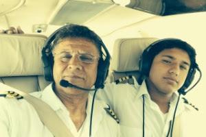 Haris Suleman (dir.), 17, e seu pai, Babar, tinham decolado do aeroporto de Pago Pago, na Samoa Americana