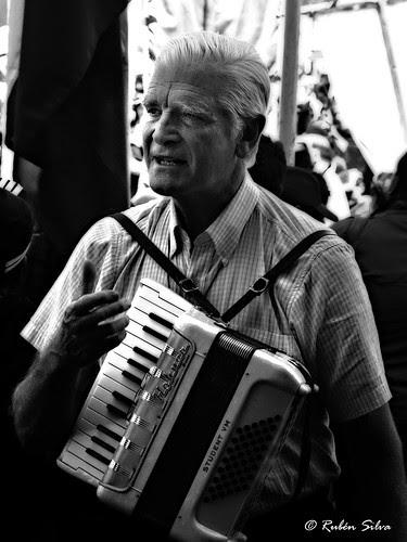 Padre Mariano Puga, el cura obrero de Chiloé by islachiloe