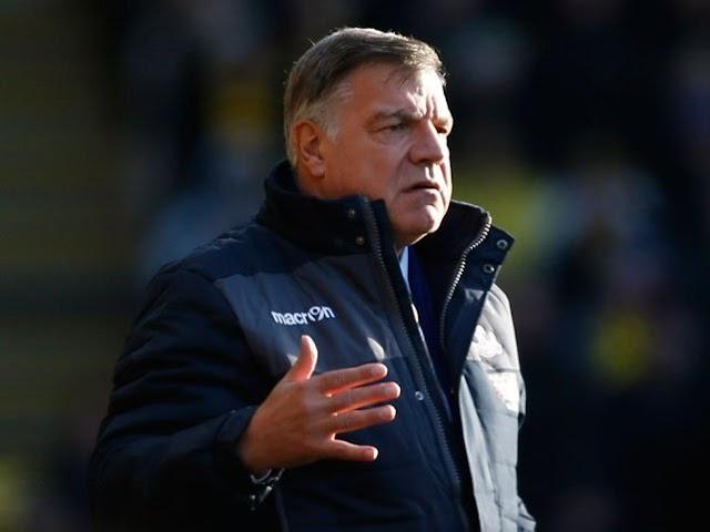 Crystal Palace estreia treinador, mas mantêm sequência sem vitória