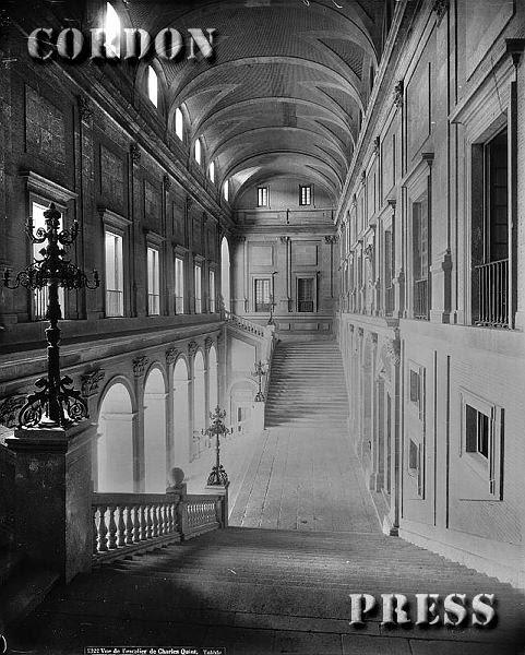 Escalera principal del Alcázar de Toledo hacia 1875-80. © Léon et Lévy / Cordon Press - Roger-Viollet