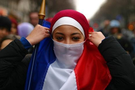 Sarkosy sur ordre du CRIF souhaite controler les Musulmans de France afin qu'ils ne portent pas atteinte a l'existence d'Israel